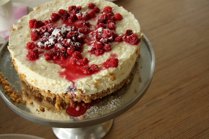 Lemon Cheesecake with raspberries