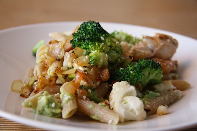 chicken wok with avocado pasta 2