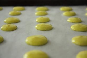 raw macarons