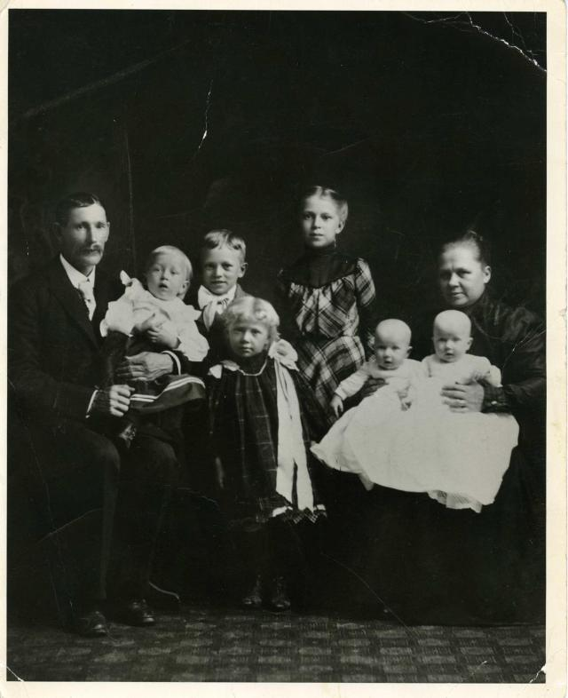 Anderson family about 1900