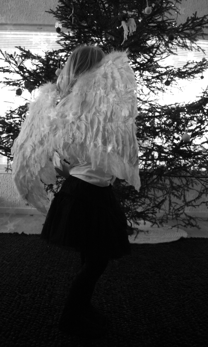 angel black and white