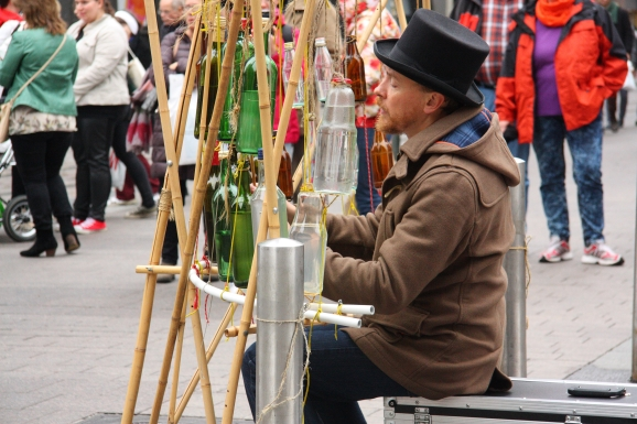 helsinki street performers