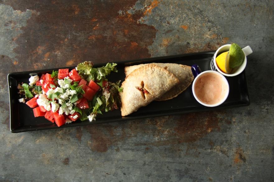 jauheliha chorizo ja vesimeloni feta salaatti mintulla 2