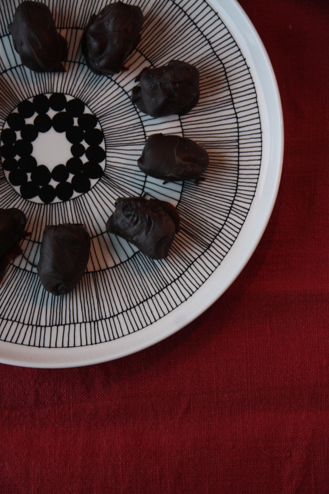 Filled chocolate dates diy christmas.JPG
